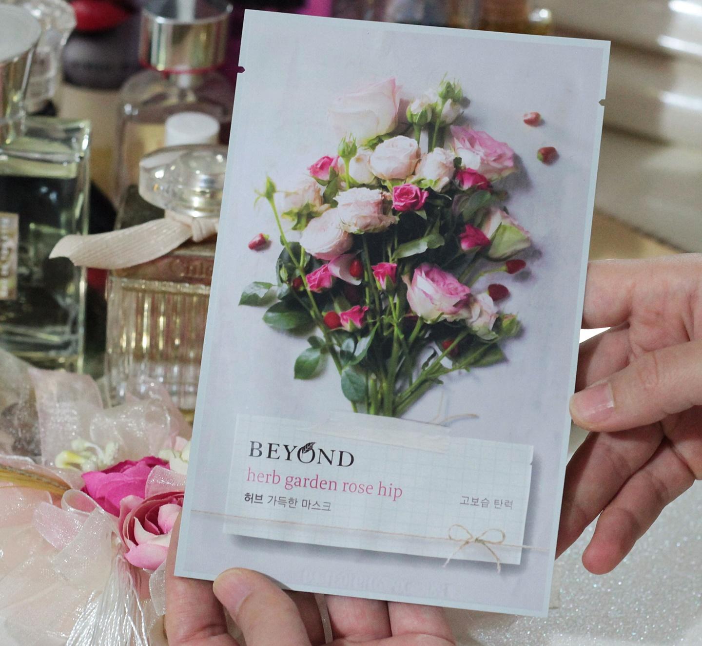 beyond-herb-garden-rose-hip-maske