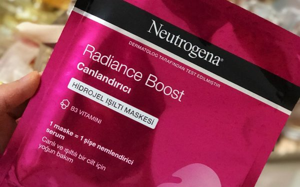 neutrogena-radiance-boost-canlandirici-hidrojel-isilti-maskesi
